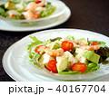 豆腐とエビのサラダ ペア 黒背景 (横位置アップ) 40167704