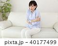 風邪をひいてしまった女性 40177499