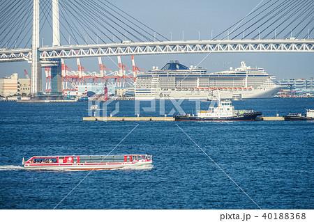 横浜港と豪華客船 40188368