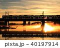 鉄道 朝焼け 列車の写真 40197914