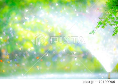 新緑と噴水の玉ボケ 40199986
