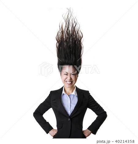怒る女性 40214358