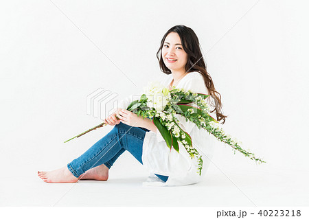 若い女性(花) 40223218
