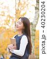 大学生 人物 木の写真 40230204