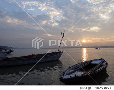 インド バラナシの朝 ガンジス川より 40253054