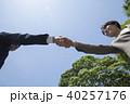 男性 女性 握手の写真 40257176