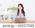 女性 パソコン コンピューターの写真 40257588
