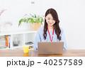 女性 パソコン コンピューターの写真 40257589