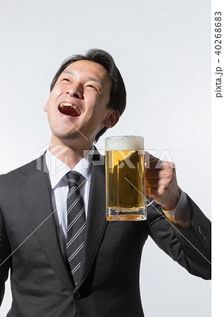 ビールがおいしいビジネスマン 40268683