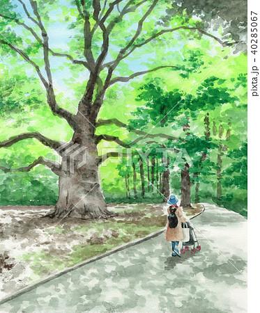 水彩で描いた大木のそばを散歩する親子 40285067