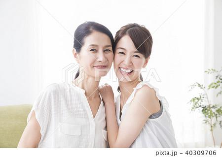 2人の女性 40309706