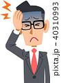 スーツを着た会社員の男性の体調不良 頭痛 メガネ 40310993