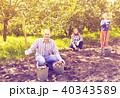 ファミリー 家族 収穫の写真 40343589