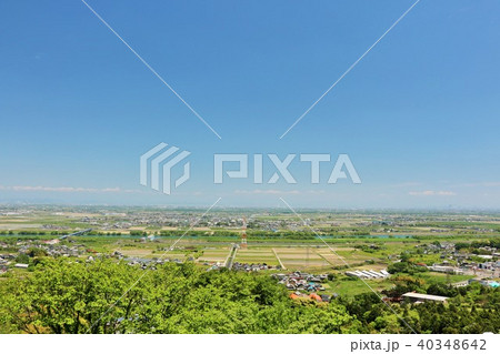 初夏の青空と新緑の風景 40348642