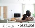 テレビを見るカップル 40353856
