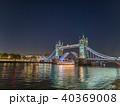 タワーブリッジ ロンドン ライトアップの写真 40369008