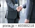 握手 ビジネスマン 商談成立の写真 40380218