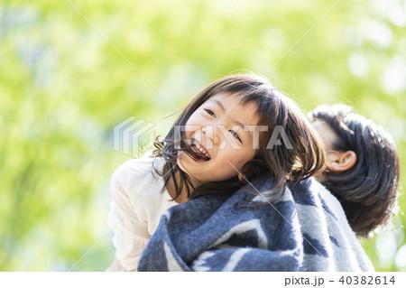 母と子 公園 40382614