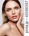 Beauty portrait of model with natural make-up 40386567