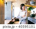 カフェ スーツ 人物の写真 40395101