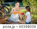 ファミリー 家族 ピクニックの写真 40398036