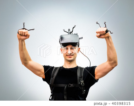 Standard equipment person in virtual reality club 40398315