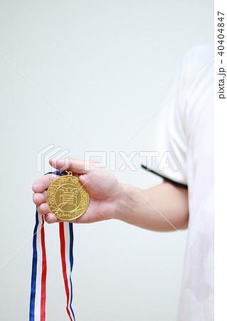 サッカー フットサル (運動 スポーツ 男性 金メダル 優勝 勝利 1位 成功 競争 大会 顔なし) 40404847