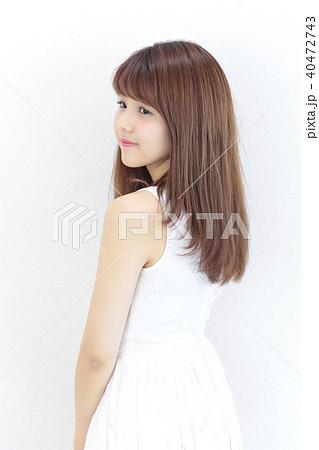 若い女性 ヘアスタイル 40472743