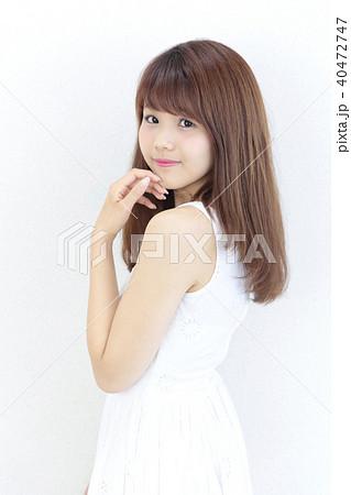 若い女性 ヘアスタイル 40472747