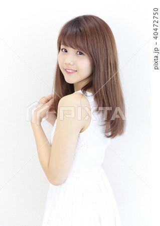 若い女性 ヘアスタイル 40472750