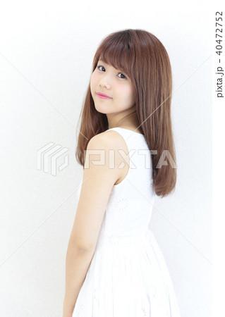 若い女性 ヘアスタイル 40472752