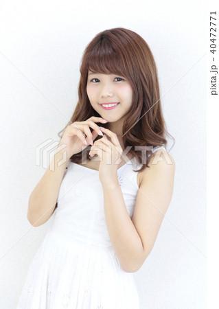 若い女性 ヘアスタイル 40472771