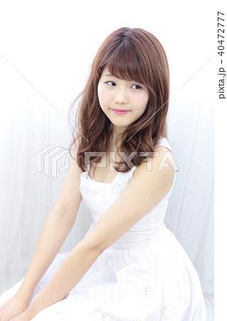 若い女性 ヘアスタイル 40472777