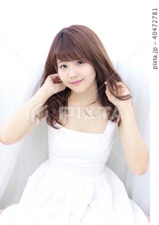 若い女性 ヘアスタイル 40472781