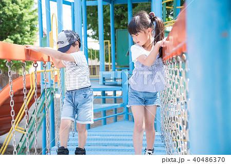 公園で遊ぶ子供 40486370