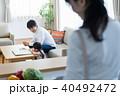 若い家族、親子、子ども、リビング学習 40492472