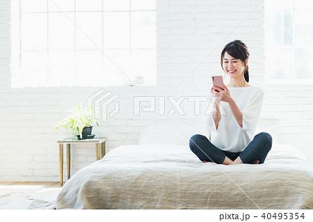 若い女性(スマホ) 40495354
