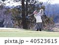 ゴルフをする女性 40523615