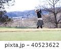 ゴルフをする女性 40523622