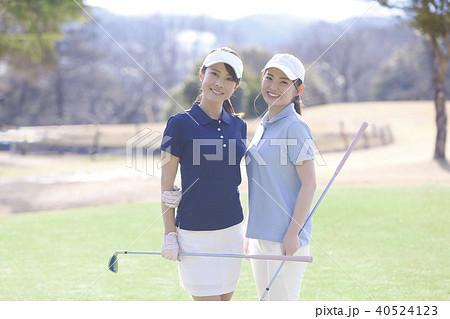 ゴルフをする女性 40524123