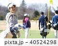 ゴルフをする女性 40524298