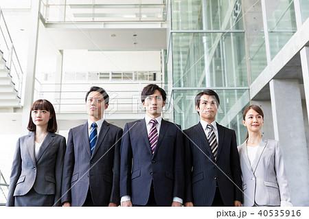 ビジネス 並ぶ 大人数 40535916