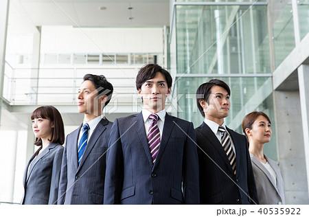ビジネス 並ぶ 大人数 40535922