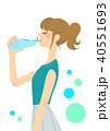 ペットボトルを飲む女性 40551693