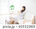 女性 くつろぐ 座るの写真 40552969