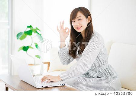 在宅ワークをする女性 40553700