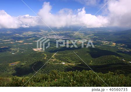 ニセコアンヌプリから見る倶知安町市街地と周辺の畑作地帯 40560735