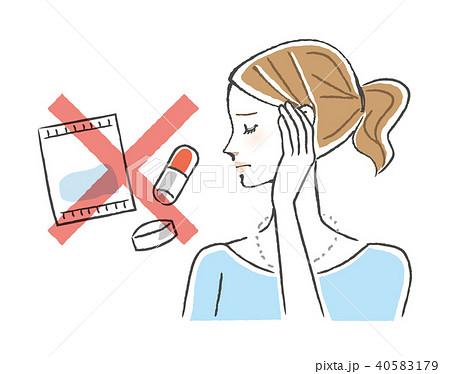 薬が飲めず悩む女性 40583179
