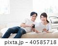 若い夫婦(タブレット・スマホ) 40585718