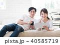 若い夫婦(タブレット・スマホ) 40585719